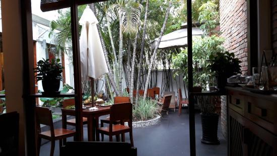 Hum Vegetarian, Cafe & Restaurant