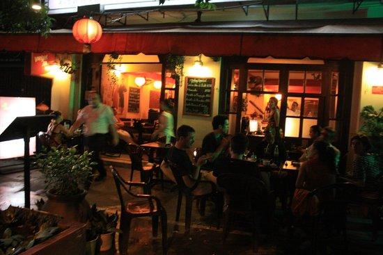 Long Phi Bar